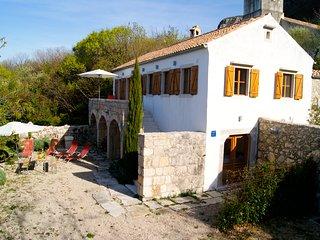 stilvoll renoviertes Steinhaus mit Komfort und Meerblick auf Adria und Insel Krk