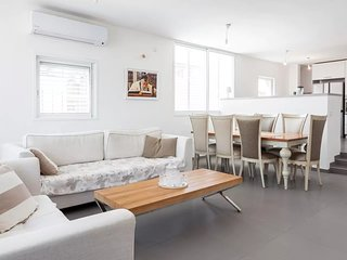 Amazing apt. heart of Bat-Yam 3 min walk to beach