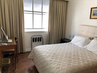 Quiet, comfortable room in centre of Copacabana, close to beach, own bathroom