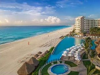 Amazing Beachfront Condo for up to 8 people in the best location in Cancun!!