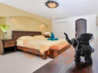 Flamingo, beachside 2 bedroom villa with private pool