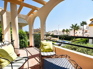 4bedroom townhouse only 300m from the beach