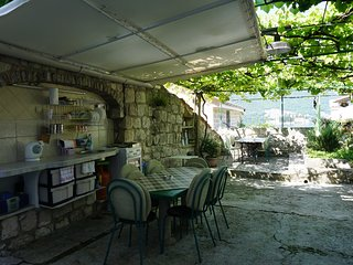 Perast Apartment Sleeps 3 with Air Con and WiFi - 5676674
