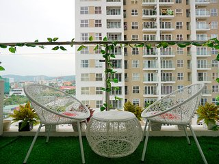 Ha Long homestay - 709 Luxury Apartment 3BRs - Central Halong - Sea view - Pool