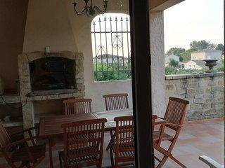 Grand appartement dans villa piscine, proche d'Avignon