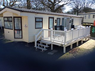 Lovely 2 bedroom caravan ( sleeps 6 ) on  Thorness Bay  isle of wight