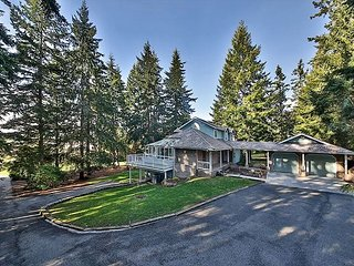 Beautiful 5 bedroom estate on Whidbey Island (5 bed, 4.5 bath)