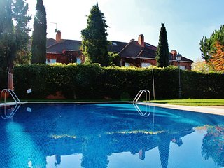 5 bed Villa with Pool in Madrid
