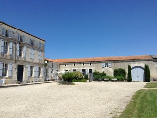Country Manor House, pool & gardens! Between Bordeaux, Cognac and Angouleme