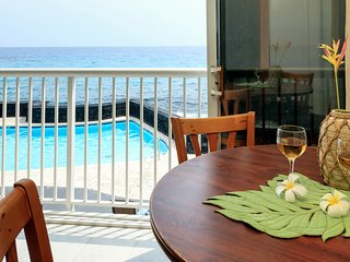 Oceanfront Studio at Kona Magic Sands, pool, beach , park free parking, wifi, AC
