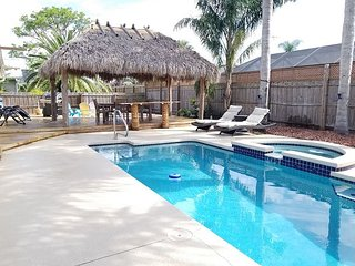 Tiki Time, 4 bedroom, 2 bath, Pool home, Hot Tub,Very close to Beach, WIFI