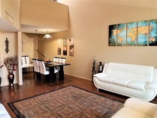 Large Townhome Next to Racquet Club and Riverwalk