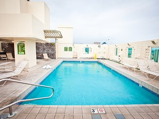 Penthouse 5 Min Walk To Sand! Free Parking/Wi-Fi!