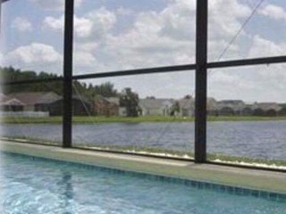 Beautiful 4 Bedroom 2 Bathroom Villa Solar Heated Pool , Kissimmee Florida