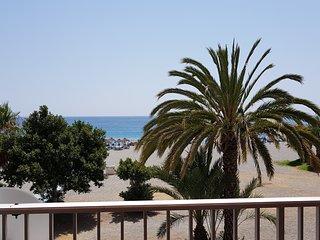 Almuñécar 'Casa Sofia', primera linea de la Playa Velilla, vista mar, A/C