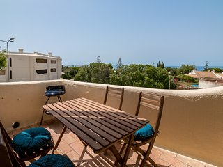 Studio Apt With Sea Views, Walking Distance To Beach & Amenities