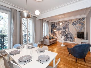 Exclusive 3-bedroom in the 7th district, facing the Champ de Mars