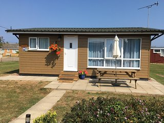 Cedar Lodge, Heacham, Norfolk. Quiet location, 5 minutes walk to the beach.