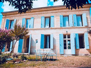 Historic Villa in Saint Emilion area with stunning views on vineyards!
