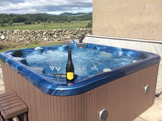 The Middle Byre - Stunning Views - 6 Seat Hot Tub