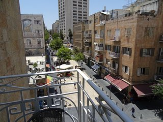Cozy, luminous 1 BR apartment on Ben Yehudah