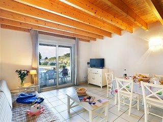 Rustic + Cozy Apartment | Direct Beach Access!
