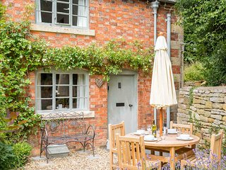 Hope Cottage is a period Cotswold stone cottage in the heart of Paxford