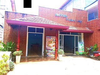Hotel Elephant Lobby Pinnawala
