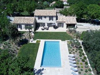 Bastide Provençale pour 8 à 12 personnes à 2 pas de Saint-Rémy-de-Provence