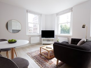 Chic Studio in West End by Sonder