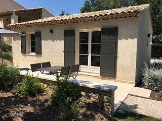 Gite provencal avec piscine pour 4 personnes a 2 pas de Saint-Remy-de-Provence
