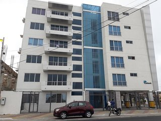 SUIT FAMILIAR CONDOMINIO CAMBORIU 2 MIN MALECON DE SALINAS