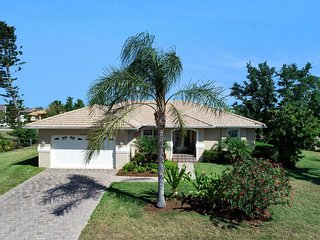 3BR Home On Large Private Property.  Close To Beach And Steps From Roberts Bay