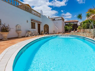 Precioso apartamento con terraza y piscina. Wifi gratis