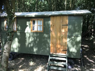 The Shepherd's Hut 'Wrens Den' Near Longleat