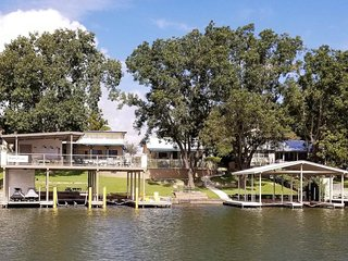 Pool with Hot Tub, Dock w Sun Deck, Game Room, Pet-Friendly