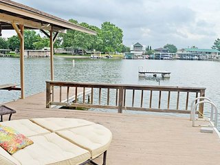 Home on the cove, beautiful views, private dock!
