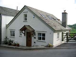 Ellers Cottage - cosy cottage with superb views