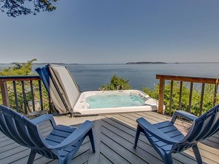 Waterfront home with private hot tub & amazing Orcas Island views!