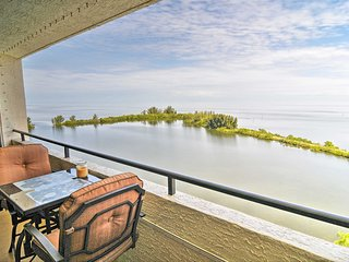 Hudson Condo w/ Balcony & Splendid Gulf Views!