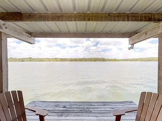 NEW LISTING! Newly-renovated, waterfront home w/ sunset views - dogs welcome!