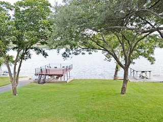 Private dock on the lake, pool table, pet-friendly!