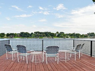 NEW LISTING! Private dock on the lake, pool table, pet-friendly!