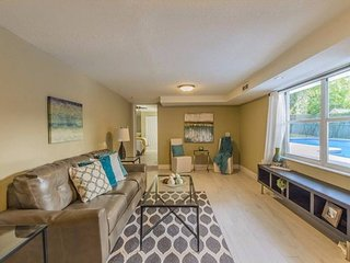 Modern and Stylish Home (Sleeps 8) w/Pool in Central Tampa!