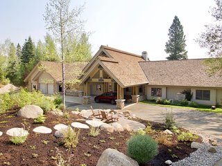 Luxury home with a million dollar views, private hot tub, & lots of privacy!