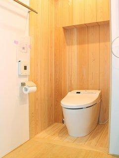 Toilet 1F