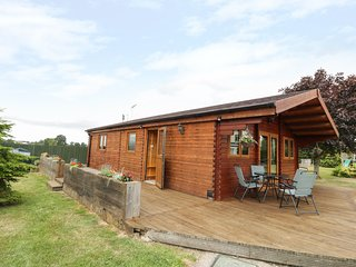 MAYFIELDS LODGE, open-plan, pet-friendly, near Shrewsbury