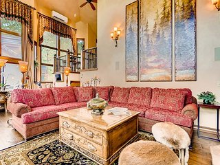 Luxe 4BR, Private Hot Tub & Walk to Slopes and Beaver Creek Village