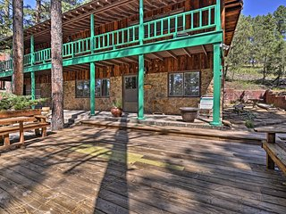 NEW! Cozy Mountain Home w/2 Decks near Golf Course