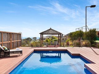 Belle Grande - Luxury Retreat (Mt Martha) with pool, tennis court, water views,